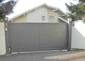 Portail-coulissant-Aluminium-gris-Annecy-le-Vieux