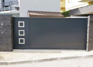 Portail-coulissant-Aluminium-gris-Annecy