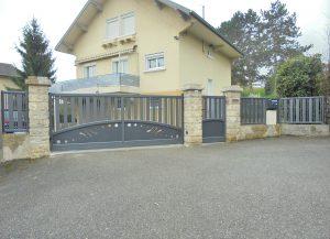 Portail-coulissant-portillon-clôture-Aluminium-gris-Gaillard