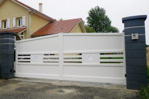 Portail-battant-Aluminium-blanc-Vers