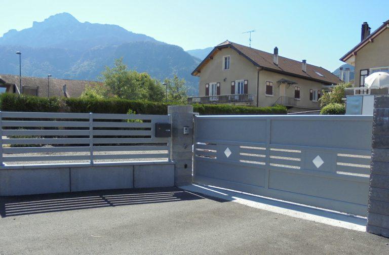 Portail-Coulissant-clôture-Aluminium-blanc-Ayse