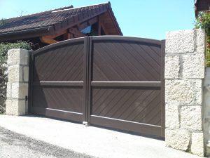 Portail-Battant-Aluminium-marron-Mûres