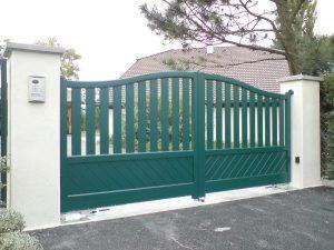 Portail-Battant-Aluminium-vert-Pers-Jussy
