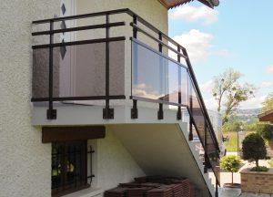 Rambarde-pour-escalier-Aluminium-une-lisse-verre-fumé-Albens