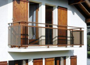 Balustrade-pour-balcon-aluminium-ton-bois-verre-fumé-Archamps