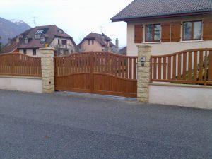 Portail-Battant-clôture-Aluminium-ton-bois-Doussard