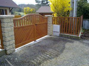 Portail-battant-et-clôture-Aluminium-ton-bois-Bonneville