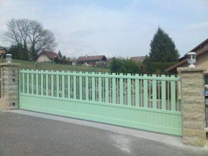 Portail-Coulissant-Aluminium-vert-Lovagny