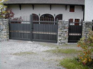 Portail-Battant-et-portillon-Aluminium-noir-Sallenoves